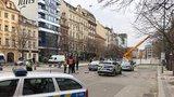 Evakuace v dolní části Václavského náměstí: Z potrubí unikal plyn