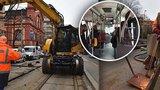 Rekonstrukce Vinohradské v plném proudu: Auta jezdí jedním směrem, zmateným cestujícím radí informátoři