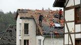 Německem se prohnalo tornádo a ničilo domy. Čtyři lidé skončili v nemocnici