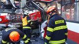 Koncert záchranářů: Hasiči vystříhali všechny zraněné lidi z trolejbusu do 16 minut