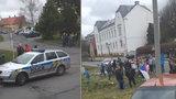 Protest proti romské rodině na Bruntálsku: Dospělé i děti evakuovali příbuzní