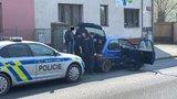 Zběsilá honička v Jirnech: Hříšník ujížděl i utíkal, dva policisté se při zásahu zranili