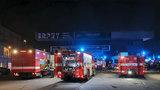 Noční požár na Smíchově: Hořela sportovní hala, škody půjdou do milionů