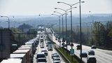Omezení na D1 u Prahy: Na Brno se pojede jedním pruhem, silničáři opraví vozovku