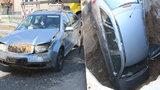Žena na Prostějovsku objížděla náklaďák a zahučela do výkopu: V neoznačené díře skončilo celé auto