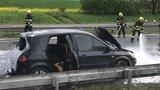 Z vozidla na dálnici šlehaly plameny: Za Prahou se v Novopacké tvoří kolony