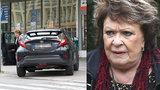 Jiřina Bohdalová (88) slavila narozeniny a kašlala na předpisy: Jiřina, postrach ulice!