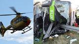 Autobus u Lipska skončil napíchnutý na svodidla: Jeden člověk zemřel a 13 se zranilo