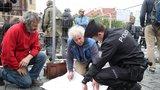 Návrat Mariánského sloupu? Sochař Váňa v sobotu na Staroměstské náměstí přiveze 1,5 tuny kamene