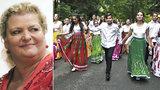 Diskriminace v Dejvicích? Romský sbor zpěvačky Kelarové v prázdné restauraci odmítli, majitel se omluvil