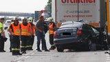 Octavia na D1 vletěla do kamionu: Dva mrtví, pro holčičku (1) letěl vrtulník