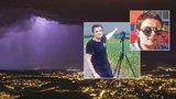 Lovci bouřek Robin a Miloslav varují: Ani v autě nejste v bezpečí
