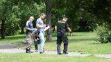 Loupežné přepadení sebe sama? Muž (26) se v Košířích pobodal sám!