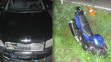 Motorkář nepřežil střet s autem: V zatáčce vjel do protisměru