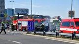 Požár na ulici 5. května blokoval provoz: Hasiči hasili dodávku