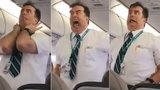Stevard rozesmál pasažéry letadla. Jeho bezpečnostní instruktáž do smrti nezapomenou