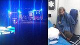 Nahý turista skočil v noci z Karlova mostu: 20 minut se snažil uplavat, pak chtěl utéct ze sanity
