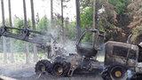 Požár v lese na Třebíčsku: Shořel zemědělský stroj za 15 milionů