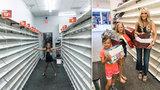 Advokátka předvedla, jak vypadá likvidace prodejny: 1500 párů bot pro chudé děti!