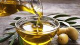 Olivový olej je elixír mládí: Umíte to s ním v kuchyni? Čím nám prospívá?