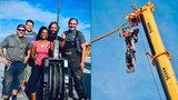 Po laně nad Vltavou bez jištění! Provazochodkyně chystá dechberoucí show, s větrem jí pomůže 12 mužů