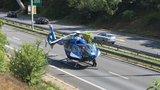 Vystoupil na D1 a chtěl ji přejít: Pro zraněného musel přiletět vrtulník