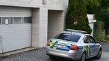 V Krejčířově vile v pražských Černošicích zasahovali policisté i záchranáři: Co se uvnitř stalo?