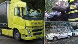 Vichr shodil strom na kamioňáka, na Sněžce měl sílu orkánu. Tisíce lidí byly bez proudu