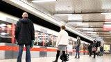 """Metro mezi Želivského a Depem Hostivař nejezdilo! Vlak na """"áčku"""" smetl člověka"""