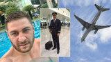 Falešný pilot ze seznamky: Vymámil z ženy tisíce dolarů, nikdy nepřiletěl