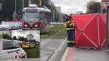 Tramvaj v Praze zabila mladou ženu (†21). Záchranáři ji marně oživovali
