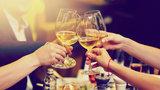 'Kolik kalorií má alkohol: Jedno pivo jako pytlík chipsů, sklenka vína vydá za laskonku'