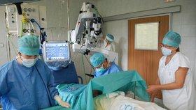 Právnička Michaela byla po operaci očí půl roku na neschopence: Brněnskou kliniku žaluje o odškodnění