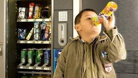 Singapur jako první na světě zakázal reklamy na sladké nápoje. Bojuje s cukrovkou