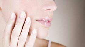 Máte nehty se skvrnami nebo lámavé? Co to říká o vašem zdraví?