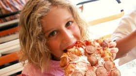 Ptejte se odborníka: Co když dítě jí moc nebo málo? Vadí palmový olej aneb co dětem raději nedávat?