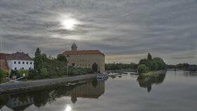 Lázně Poděbrady jsou pro svoji centrální polohu, příznivé klima a rovinatý terén oblíbením místem odpočinku hostů všech věkových kategorií