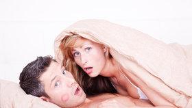 Podle čeho si muži vybírají milenky? Podívejte se, proti komu nemáte šanci!