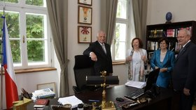 U Klause v práci: Na Hanspaulce provedl Gašparoviče i s Livií