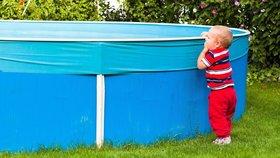 Chlapeček (1) se topil v bazénu: Oživovali ho desítky minut!