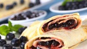 Vaření na chalupu: Kefírové palačinky s lesním ovocem