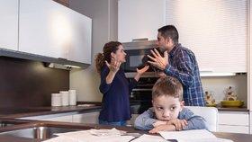 Kvůli partnerským hádkám přicházejí rodiče o příspěvek. Šabatová požaduje změnu