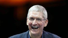 """Apple skryl Facebooku tlačítko """"To se mi líbí"""". Trestá skandální únik dat"""