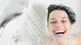 Sprchovací návyky, které vysušují pokožku: Vyměňte mýdlo za gel a kupte si peeling