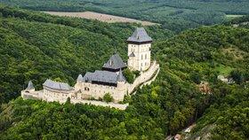 Tajemství pokladu Karla IV.: Stovky let čekal ukrytý v karlštejnských zdech. Nikdo o něm nevěděl