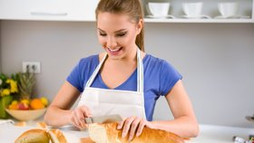 5 tipů, jak využít chléb při úklidu: Zbaví vás skvrn i střepů