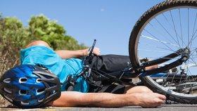 Karavan srazil cyklistu! Vrtulník ho převezl do nemocnice