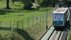 Lanovka na Petřín půl roku nepojede. Opraví se vagony i stanice
