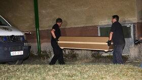 Hrůza na sídlišti ve Slaném: Vrah tu ubodal babičku!