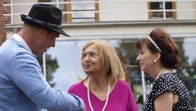 Žena s alzheimerem zachránila život: Pomohla dusící se pacientce